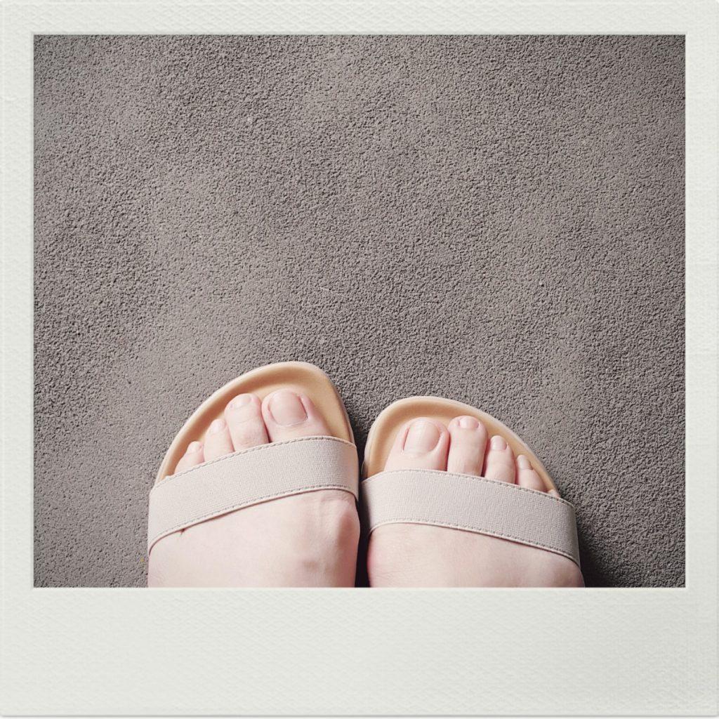 比起雨鞋,新加坡人比較常穿涼鞋或拖鞋